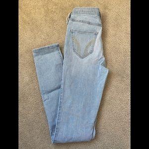 Brand New Hollister jeans 3L